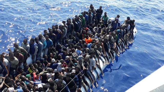 Buques de Libia interceptan migrantes en mar Mediterráneo
