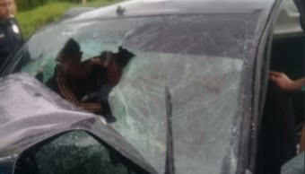 Auto choca frente contra tráiler Veracruz y deja heridos