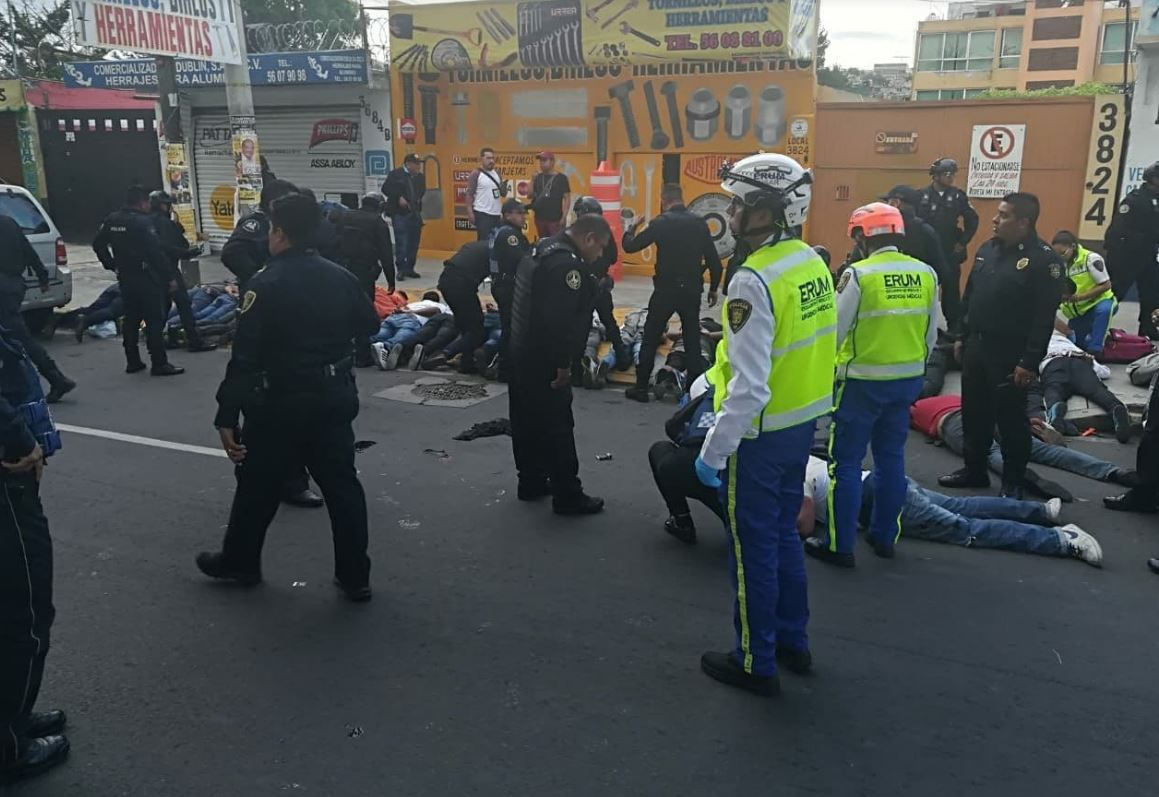 Suman cuatro muertos y 25 detenidos tras balacera en Iztapalapa