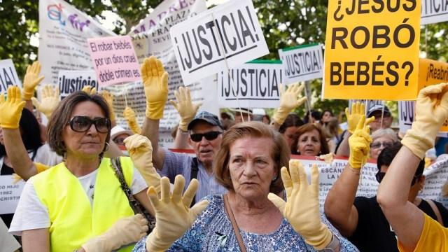 Doctor español enfrenta juicio bebés robados era Franco