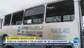 Camión de pasajeros vuelca y deja 20 heridos en NL