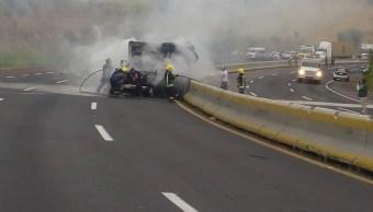 Reabren la México- Puebla tras incendio de camioneta con pescado