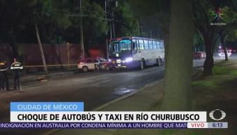 Choque de autobús y taxi en Río Churubusco deja un muerto