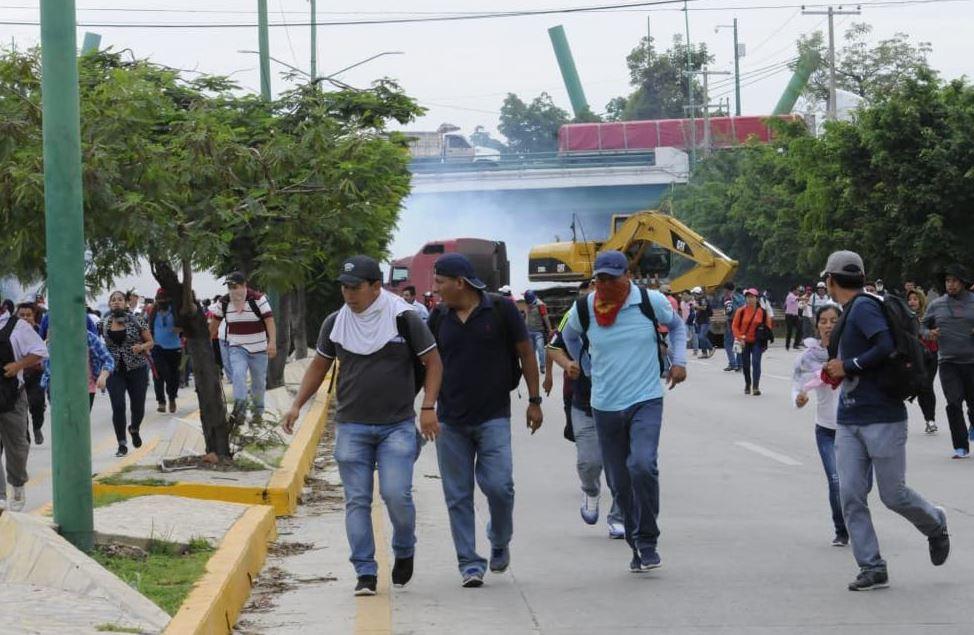 Policías de Chipas retiran bloqueo de la CNTE en Tuxtla