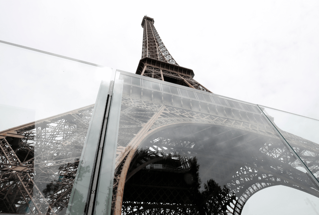 La Torre Eiffel estrena su nuevo muro de cristal contra ataques