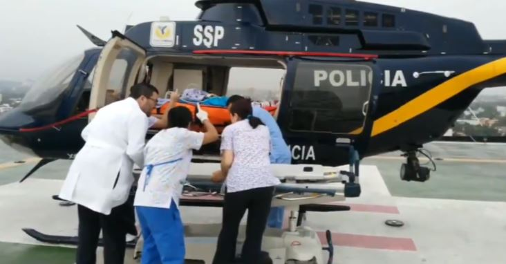 Cóndores trasladan a dos lesionados por explosión de volcán
