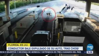 Conductor Sale Expulsado Vehículo Tras Chocar