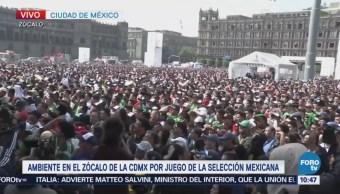 Conmociona en el Zócalo a aficionados partido de la selección mexicana