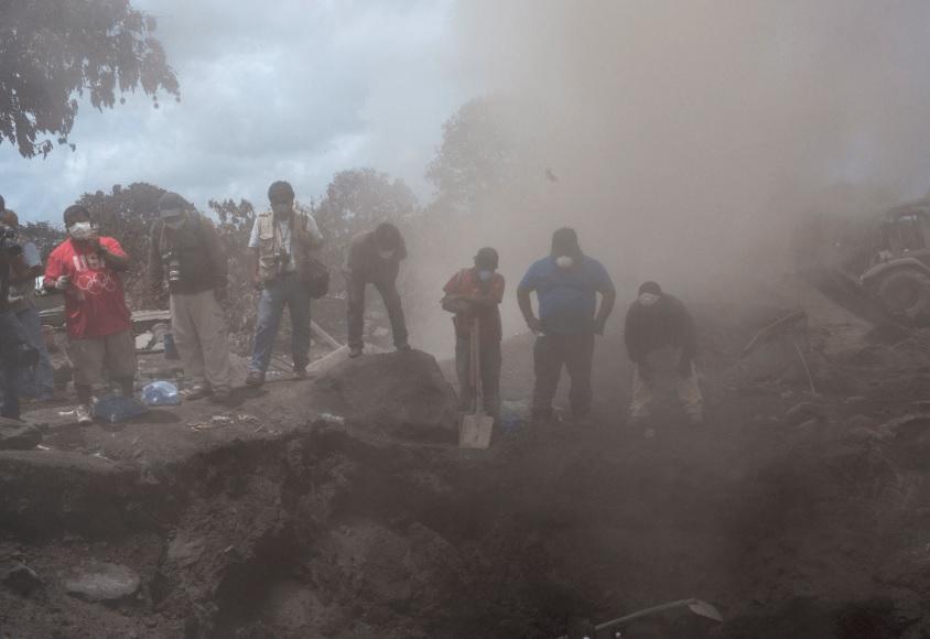 Continúa la búsqueda de víctimas en Guatemala