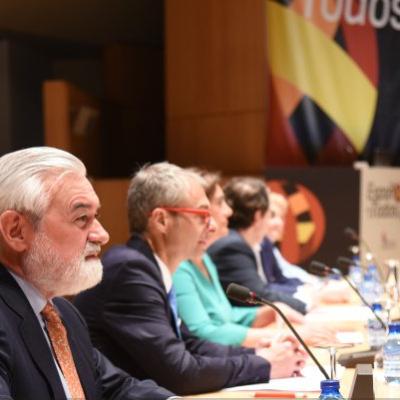 RAE confía en futuro del español en EU pese a vientos