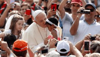 El papa desea que el Mundial de futbol favorezca la paz