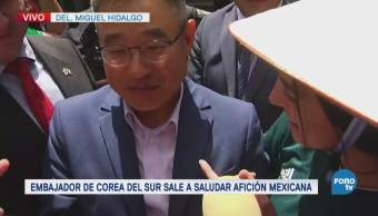 Embajador de Corea del Sur sale a saludar a la afición mexicana