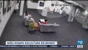 Extra Niño Rompe Escultura Museo