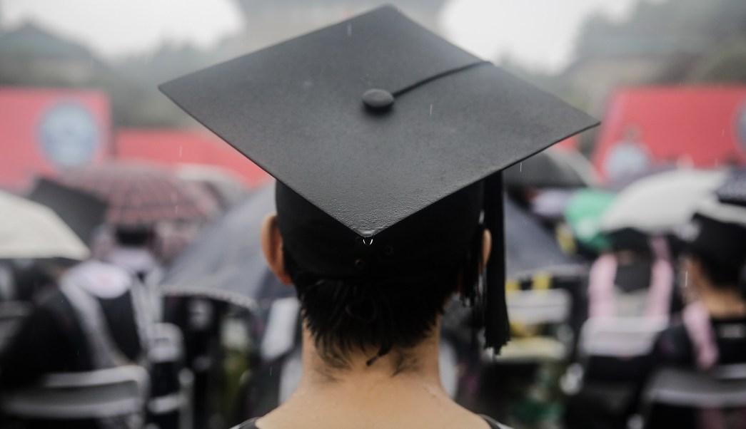 graduacion-graduado-titulo-universidad