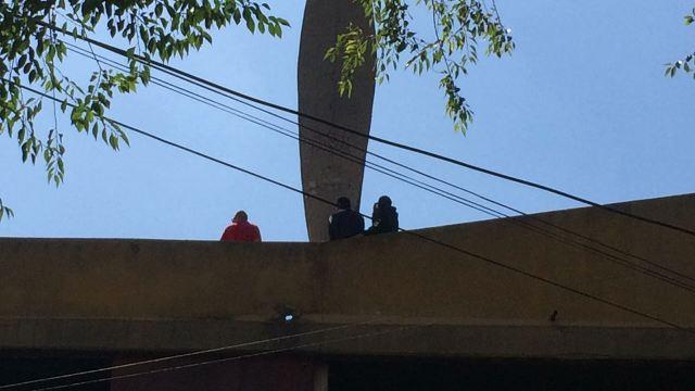 Hallan a hombre muerto en estacionamiento de Unidad Morelos