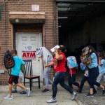 Hallan Nueva York niños y bebés migrantes separados padres