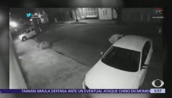 Hombre roba espejo de automóvil en la Del Valle, CDMX