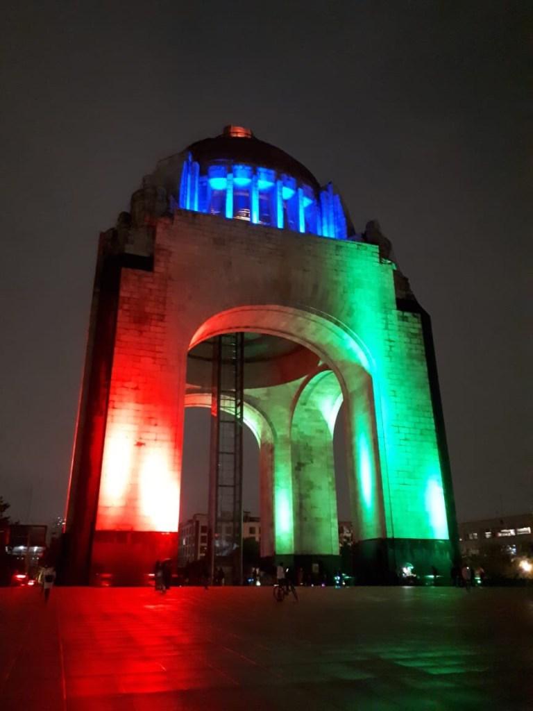 Iluminan monumentos de CDMX por ser sede de Mundial 2026
