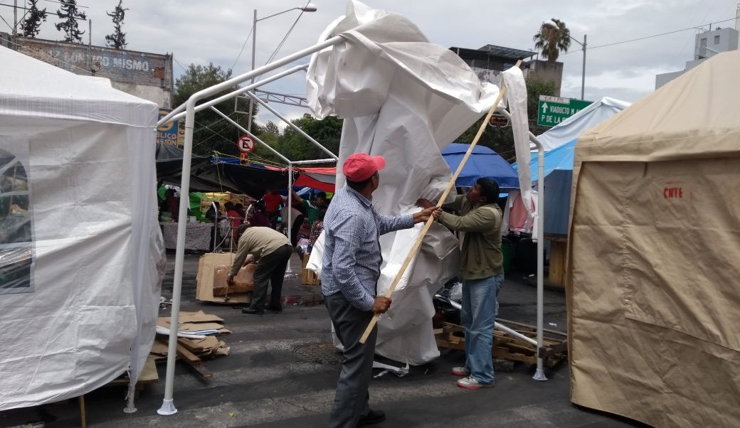 Integrantes de la CNTE retiran campamento