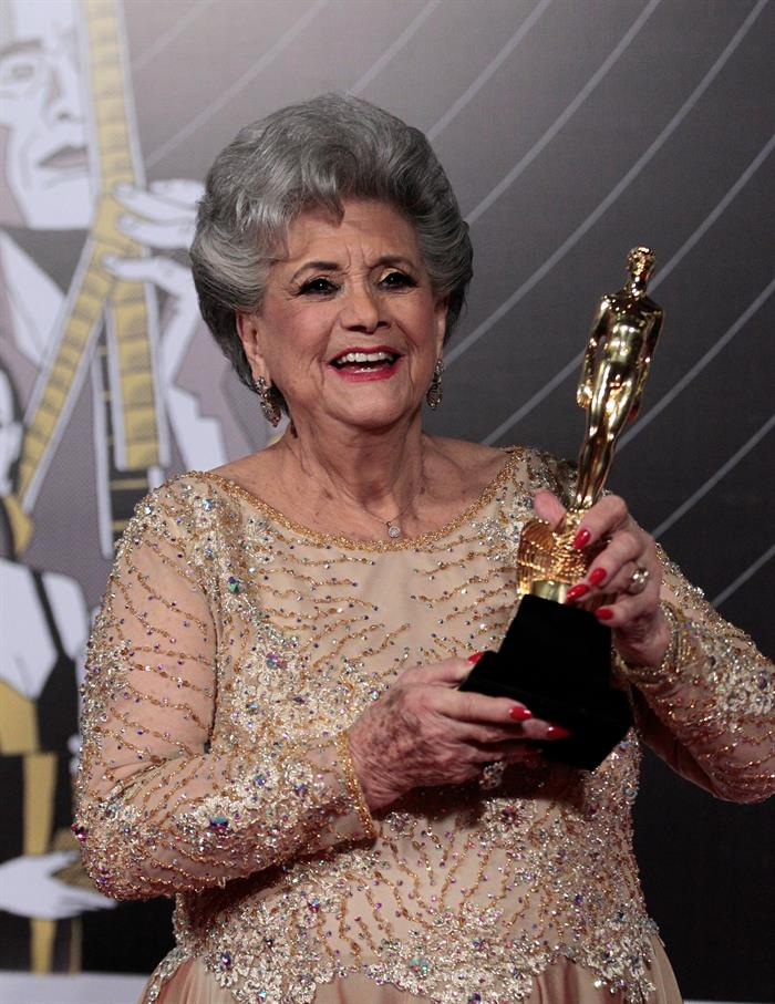 La Academia entregó el Ariel de Oro a la actriz Queta Lavat