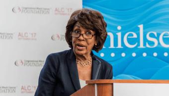 Trump carga contra congresista demócrata Maxine Walters