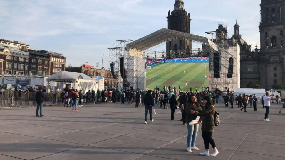 Aficionados llegan al Zócalo y el Ángel para partido de México vs Suecia