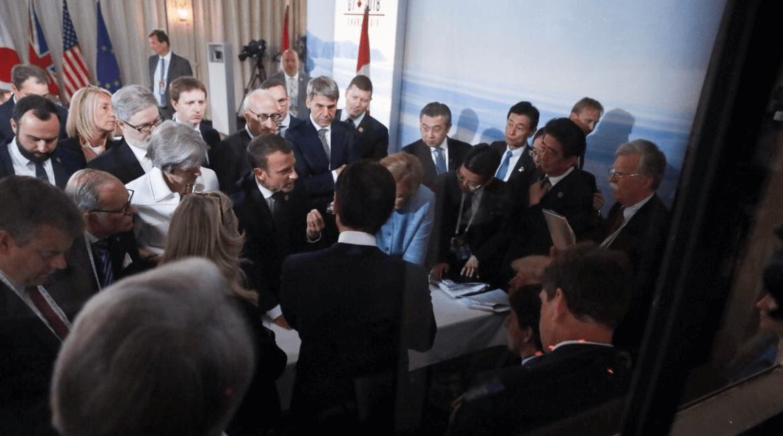 Macron habla durante un encuentro con líderes del G7. (@fabreinbold)