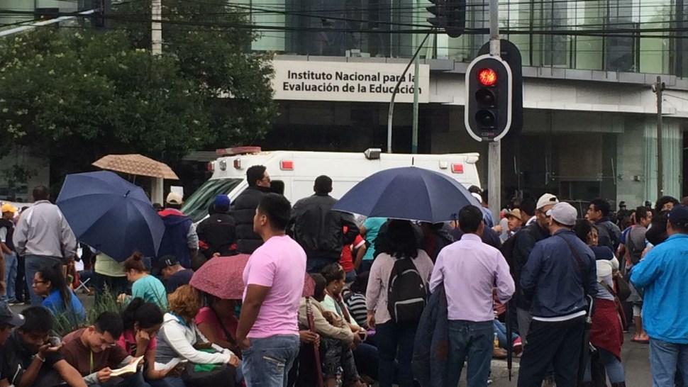 Manifestantes afectan tránsito en Barranca del Muerto
