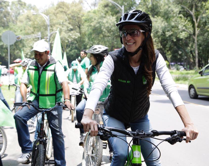 Mariana Boy cierra campaña en bicicleta