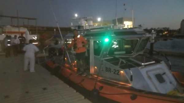 Marina rescata a seis tras accidente aéreo en La Paz