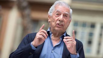Mario Vargas Llosa sufre caída y es internado hospital Madrid