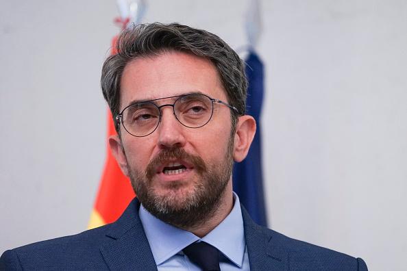 Renuncia ministro español de Cultura tras faude