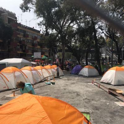 Damnificados del Multifamiliar Tlalpan pasan las lluvias en la calle