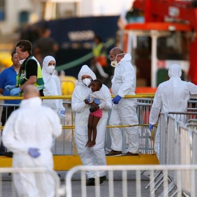 Desembarcan 230 inmigrantes en Malta del barco 'Lifeline'