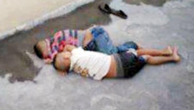 Familia obliga hijos dormir banqueta hermanos