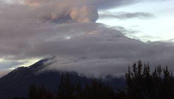 Volcán Popocatépetl emite fumorola de dos kilómetros