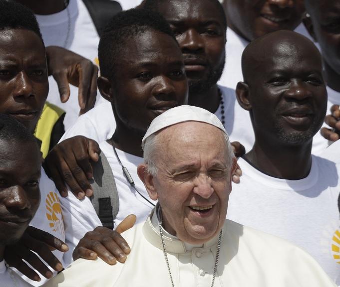 En Iglesia no hay patrones y obreros, dice papa Francisco
