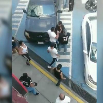 Se registra pelea entre nueve personas y cuatro policías en Tlalnepantla