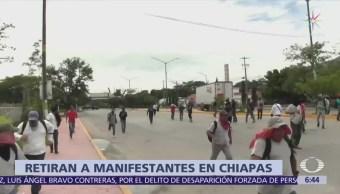 Policías de Chiapas retiran bloqueo carretero de la CNTE