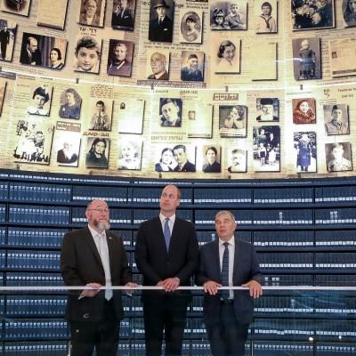 Conmociona al príncipe Guillermo el Museo del Holocausto en histórica visita a Israel