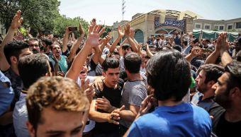 Protestan comerciantes en Teherán por devaluación del rial