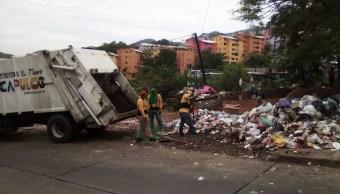 Se acumula la basura por retraso en recolección en Acapulco