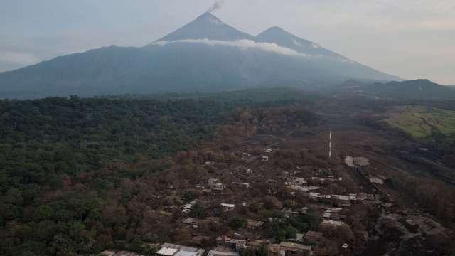 Regresan de Guatemala médicos mexicanos, tras erupción volcánica