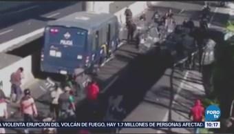 Se enfrentan policías y manifestantes en la México-Cuernavaca