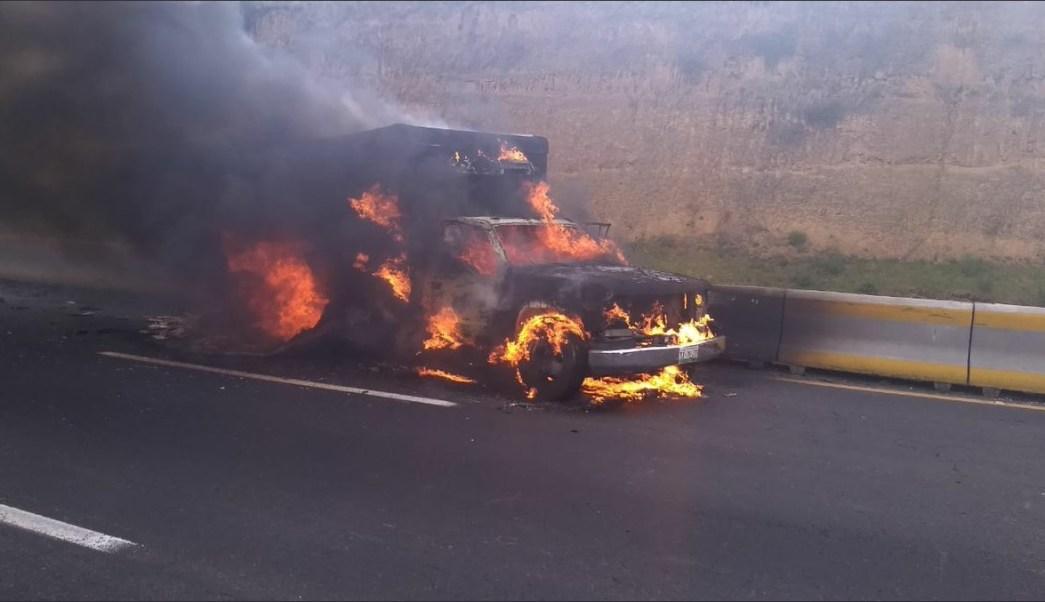 incendia camioneta cargada con pescado en autopista México Puebla