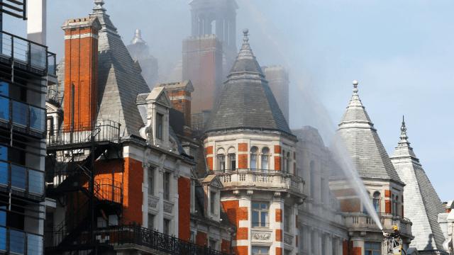 Se registra incendio en el hotel Mandarin Oriental, en Londres. (Reuters)
