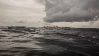 Naufraga bote con migrantes en aguas del Mediterráneo