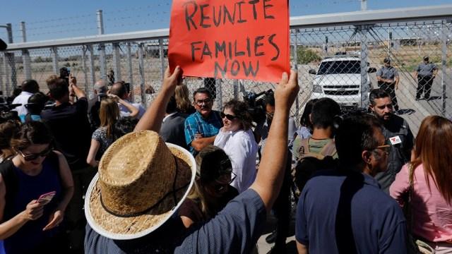 Senadores denuncian envío abogados militares frontera