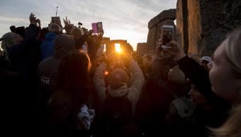 Stonehenge reúne a británicos por solsticio de verano