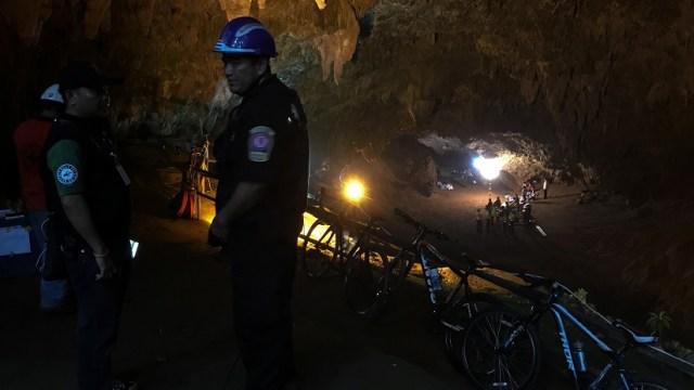 Tailandia busca cuarto día 12 niños perdidos en una cueva